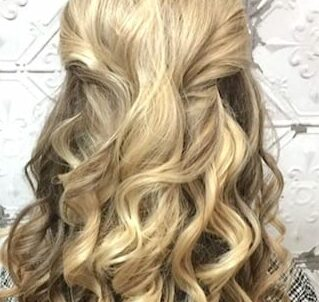 blonde-curls-pinned-back-phoenix